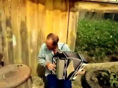 видео как мужик поет роза белая