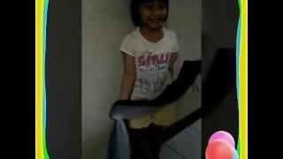 Cara memakai sari india...Jessie si cute girl mengajarkan cara yg benar memakai sari india...