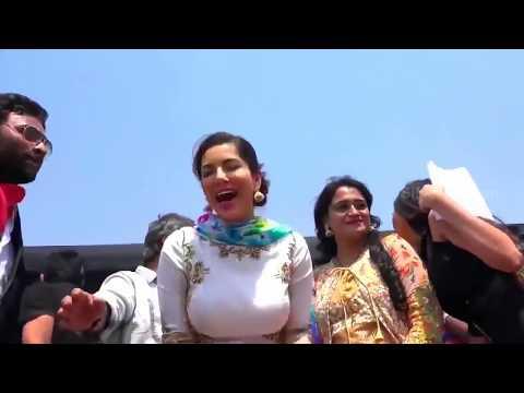 Sunny Leoan Dance And Sapna Choudhary Competiton || Bollywood Screen