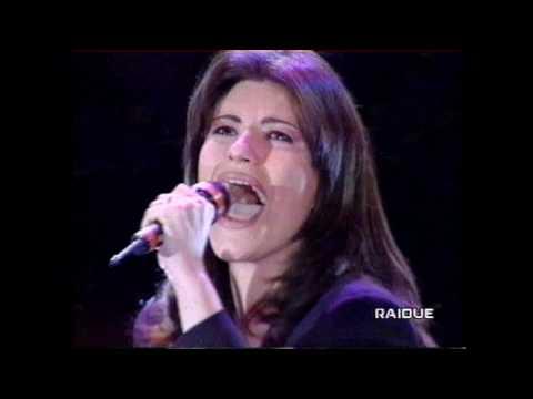 Laura Pausini. Amores extraños. italiano español. RAIDUE Italia.wmv