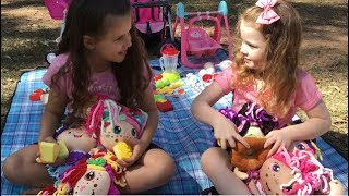 Flipzee Girls Have a Picnic in the Park with Molly and Emily!