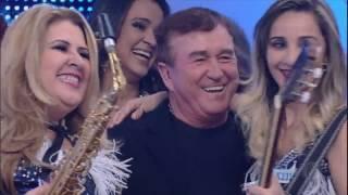 Faro faz surpresa e apresenta Amado Batista para as meninas da banda As Arrochadas do Brasil