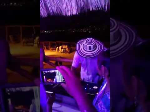 Sonoramico empezando. Su set musical Acapulco