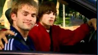 hot scene Ashton Kutscher & Seann William Scott kiss