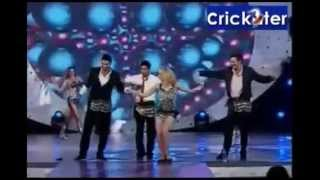 IPL AWARDS 2010 SRK dance with cricketers