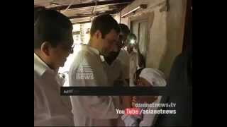 Rahul Gandhi having food with people from Chavakkad of Thrissur