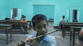 Sáo Trúc Huế-Ai yêu bác Hồ Chí Minh hơn thiếu niên nhi đồng-Hữu Thắng