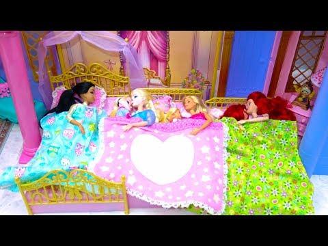 Xxx Mp4 Disney Princess Toddler 3 Sisters Castle Bedroom Morning Makeup Costumes Barbie Surprise 3gp Sex