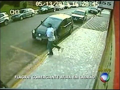Comerciante atira em ladrão