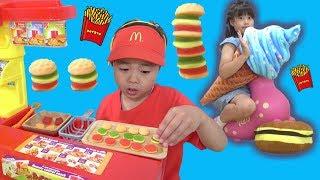グミバーガー 巨大アイスもありますよ♫ お店屋さんごっこ こうくんねみちゃん Gummy burger Shop