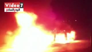 بالفيديو.. اشتعال النيران بسيارة ملاكى أعلى المحور