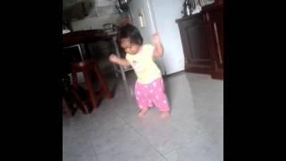 Baby bailando cheki cheki 2