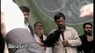 متبرک کردن چفيه  با دهان احمدي نژاد! - فراتر از هاله نور