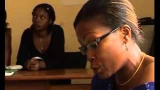 Camarões: Mães raspam os seios das filhas na pedra