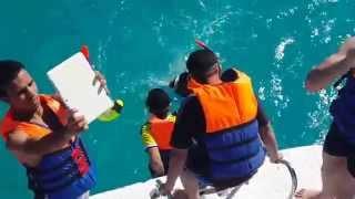 اجمل لحظة ممكن تشوفها في مياه الغردقة - شاب يغرق واصدقائه يضحكون