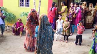 FUNNY DANCE BY INDIAN VILLAGE WOMEN 2016!WHATSAPP FUNNY VIDEO 2016!