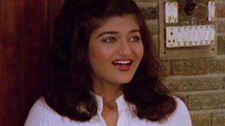 Sarika cheers Mahendra Sandhu to fight with goons - Meharbani, Comedy Scene 3/8