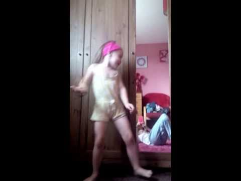 My 3 year old sister singing awwww xxxx