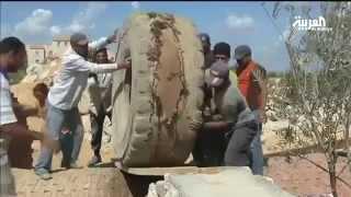 مصري يبني بيت أحلامه من زجاجات البلاستيك والمخلفات