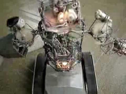 Robô caseiro feito de sucata e com criatividade. Video 2 desmontado