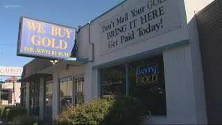 Masked man robs jewelry store at gunpoint
