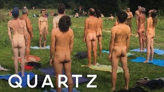 French nudists visited a Paris museum