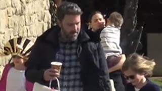 Ben Affleck & Jennifer Garner spending time with Kids   Watch Video