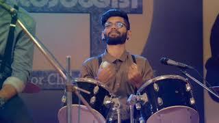 Oru Adaar Love | অরু আধার লাভ | Manikya Malaraya Poovi Song Video| Vineeth Sreenivasan |HD
