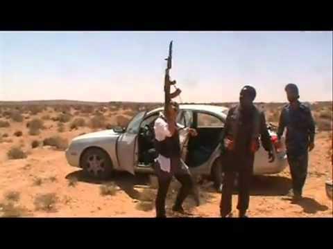 احدى الليبيات جائت من بريطانيا وتريد الانضمام للثوار