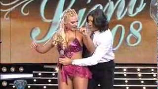 Showmatch 2008 - A Mónica Farro se le cayó la pollera