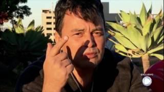 Renner se irrita com pergunta relacionada a Rick e para entrevista