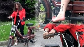 Vicky & Mr  Garelli : Mofa moped Rollerstart and hard revving - Trailer Pedal Pumping