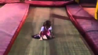Çocukların Lunapark ta zıp zıp keyfi