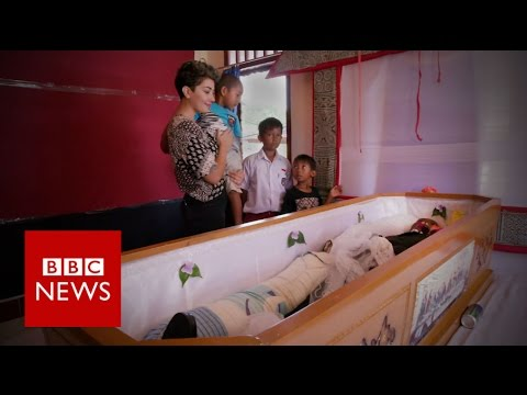 Living with the dead in Indonesia BBC News