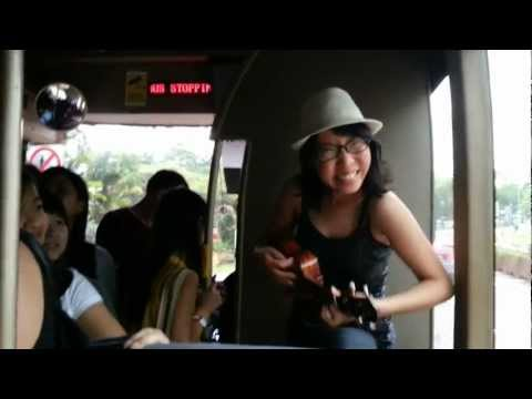Girl Sings on NUS Shuttle Bus to make it a happier place!