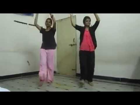 Hot Hostel girls dance to sunnyleone song