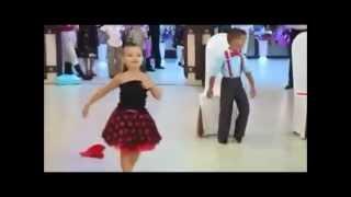 رقصة جامدة اواى على اغنية هاتى بوسو يابت