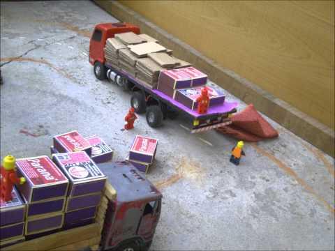 Miniaturas de caminhão.