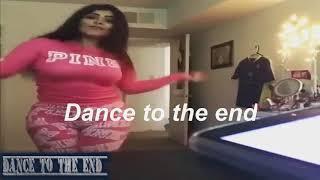 رقص منزلى فى غرفة النوم