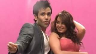 Minisha Lamba and Tusshar Kapoor at Hum Tum aur Shabana Song Shoot | Bolly2box