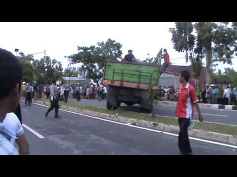 tabrakan maut bus ramayanan vs truk 26)