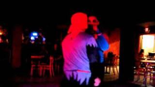 El Pirata y la Pavoreal bailando zexy.MP4