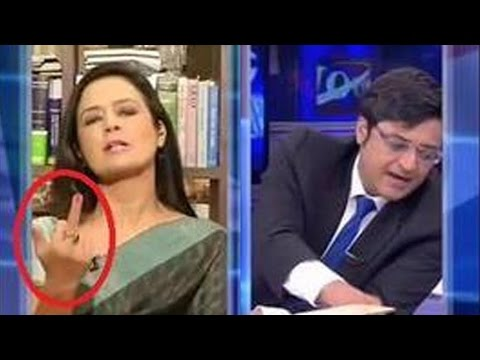 SHOCKING: Middle Finger Shown to Arnab Goswami by a Woman