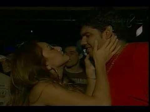 Sabrina Satto beija desconhecido