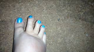 Wiggling turquoise toes