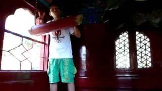 Tocando campana Bei Hai Beijing China:玩的钟声在北京中国北海