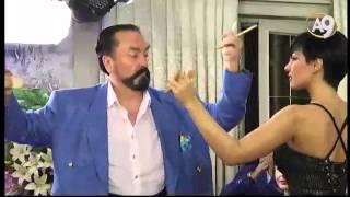Adnan Oktar'ın delikanlı dansı