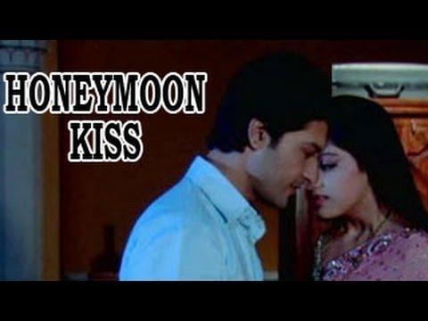 Xxx Mp4 Sooraj INTIMATELY KISSES Sandhya On THEIR HONEYMOON In Diya Aur Baati Hum 2nd January 2013 3gp Sex