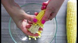 طرز صحیح جدا کردن دانه های ذرت براحتی فقط با دست | Best Trick To Remove Corn Kernels  - Eng Subs
