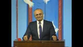 هشام يانس يقلد الملك حسين (اهلا تطبيع)